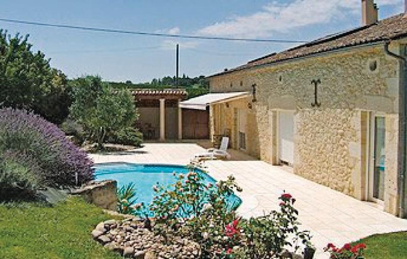 1179575,Vivienda de vacaciones en Cours De Monségur, Gironde, Francia  con piscina privada para 2 personas...