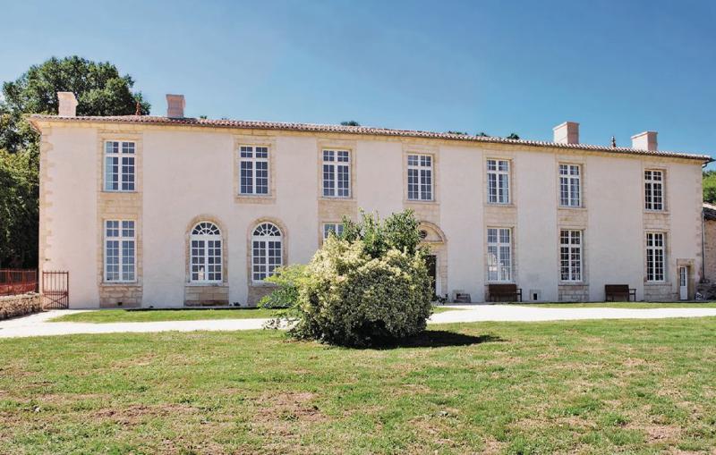 1179582,Vivienda de vacaciones en St.pey De Castets, Gironde, Francia  con piscina privada para 18 personas...