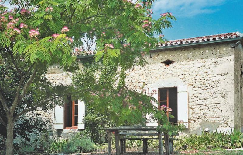 1179647,Vivienda de vacaciones  con piscina privada en St Jean De Duras, Lot-et-Garonne, Francia para 7 personas...
