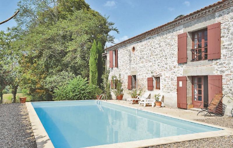 1179652,Vivienda de vacaciones en Tonneins, Lot-et-Garonne, Francia  con piscina privada para 9 personas...