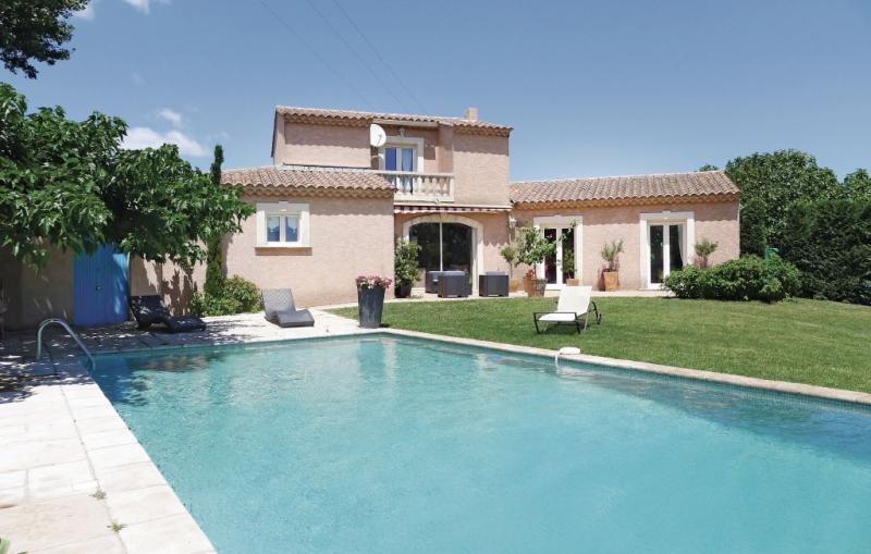 1181268,Vivienda de vacaciones en Eyguieres, Rhône, Francia  con piscina privada para 8 personas...