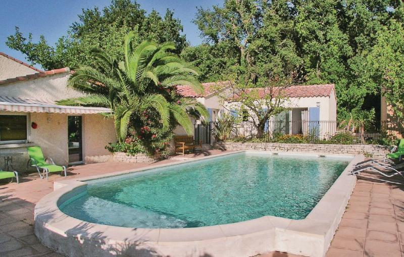 1181286,Vivienda de vacaciones en Eyragues, Rhône, Francia  con piscina privada para 4 personas...