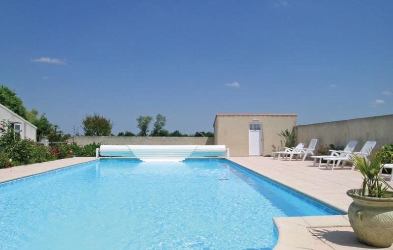 Le riquet 1181506,Vivienda de vacaciones en Grues, Vendée, Francia  con piscina privada para 4 personas...