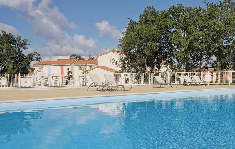 1181522,Casa en Talmont St. Hilaire, Vendée, Francia  con piscina privada para 8 personas...
