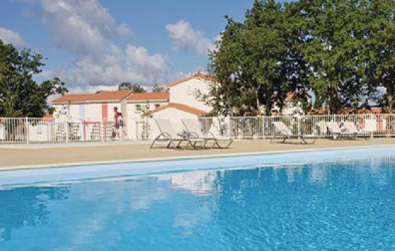 1181524,Апартамент  с частным бассейном  на 4 человекa в Talmont St.hilaire, Vendée, в Франции...