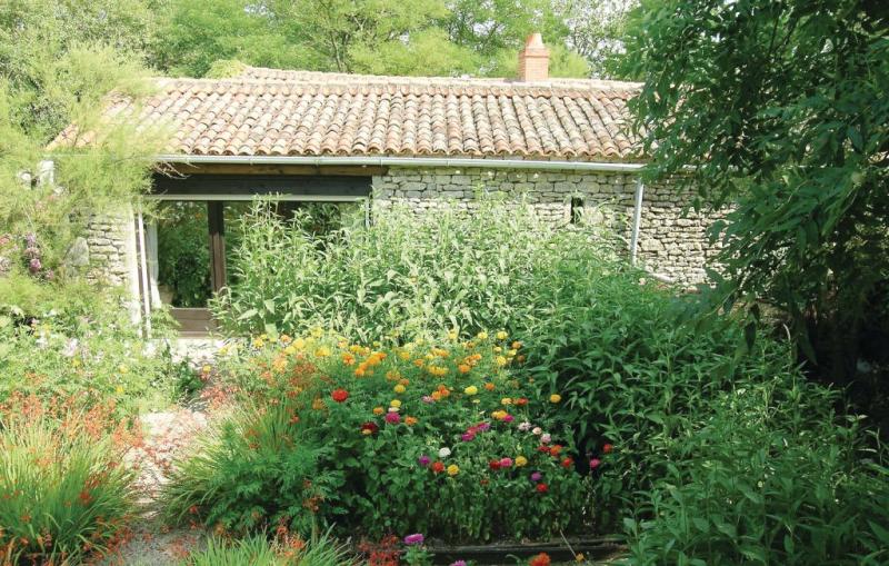 1181531,Vivienda de vacaciones en St.radegonde Des Noyer, Vendée, Francia  con piscina comunitaria para 5 personas...