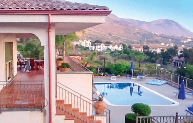 Illa marino 1182196,Casa grande en Tortora -Cs-, Reggio Calabria, Italia  con piscina privada para 8 personas...
