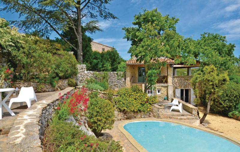 1182596,Vivienda de vacaciones  con piscina privada en Bidon, Ardèche, Francia para 6 personas...