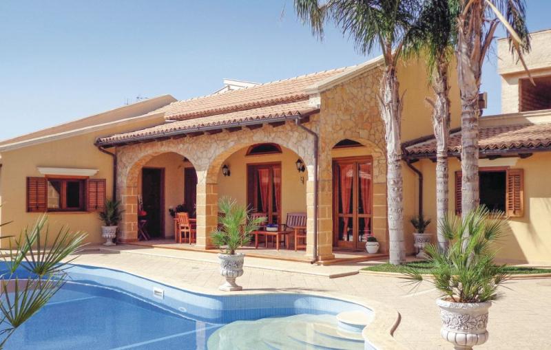 1182613,Casa  con piscina privada en Mazara Del Vallo -Tp-, Sicily, Italia para 8 personas...