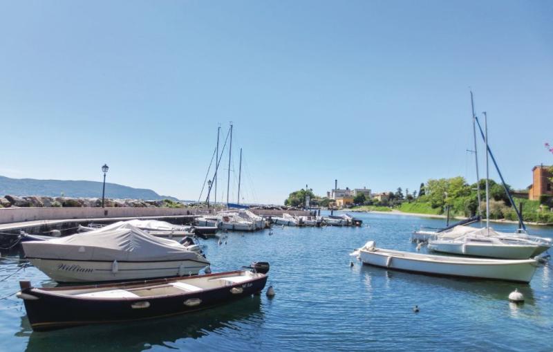 Casa porto 1183574,Apartamento  con piscina comunitaria en Toscolano Maderno -Bs-, Lake Garda, Italia para 5 personas...
