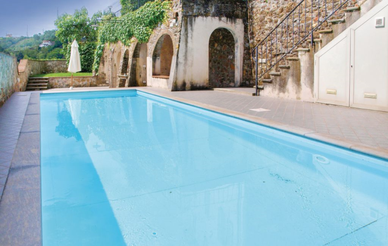 Volpe 1184041,Apartamento en Pedona -Lu-, en Toscana, Italia  con piscina privada para 5 personas...