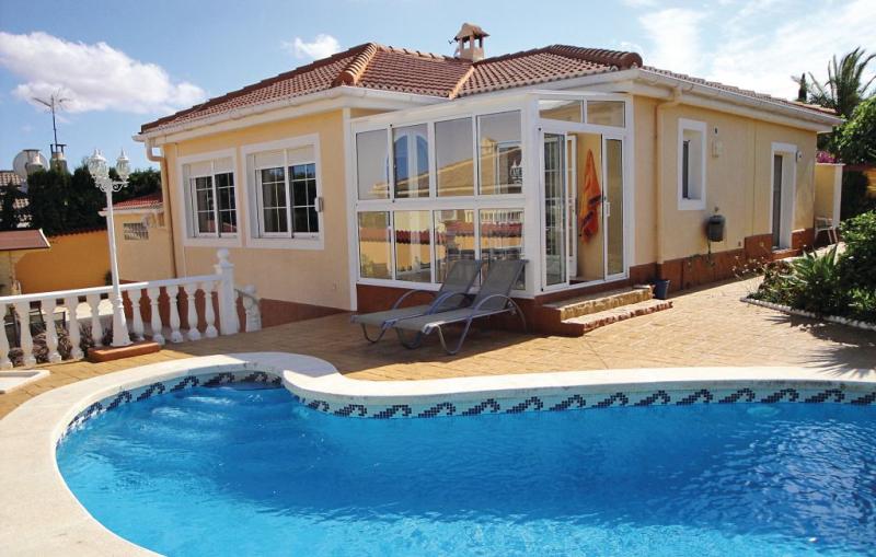 1184216,Casa en Rojales, en la Costa Blanca, España  con piscina privada para 6 personas...