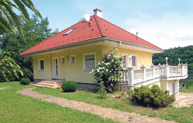 1184655,Vivienda de vacaciones en Bárdudvarnok, Balaton, Hungría  con piscina comunitaria para 4 personas...