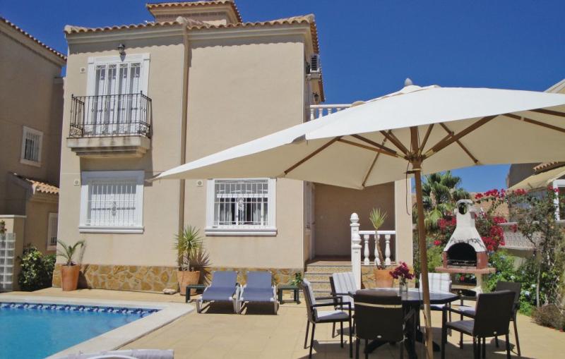 1184750,Casa  con piscina privada en Guardamar Del Segura, en la Costa Blanca, España para 8 personas...