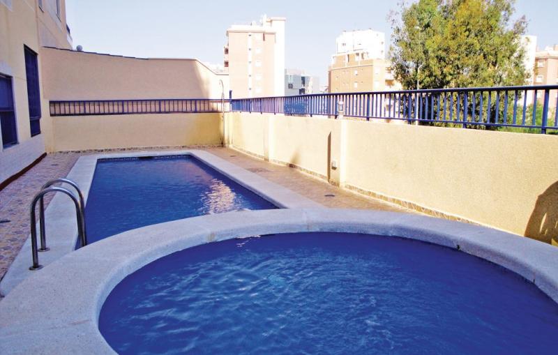 Edificio puerto luz 1184853,Apartamento en Guardamar Del Segura, en la Costa Blanca, España  con piscina privada para 4 personas...