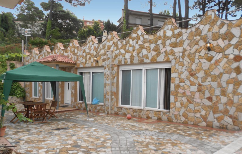 1184854,Casa  con piscina privada en Puig Ventos, en la Costa Brava, España para 5 personas...