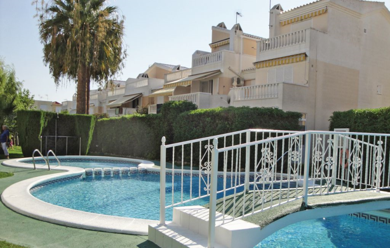 1184922,Apartamento  con piscina privada en Guardamar Del Segura, en la Costa Blanca, España para 6 personas...