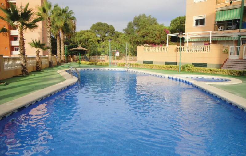 1185001,Apartamento  con piscina privada en Guardamar Del Segura, en la Costa Blanca, España para 4 personas...