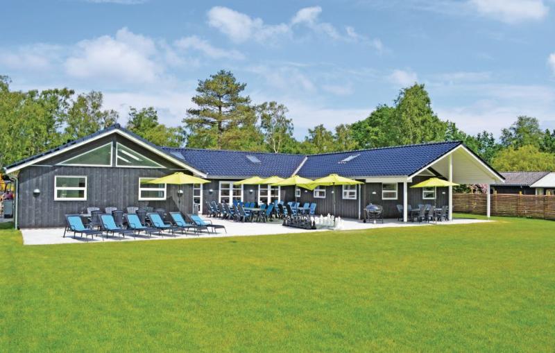 Lille munkebo 1185005,Casa grande en Gilleleje, Zealand, Dinamarca  con piscina privada para 30 personas...