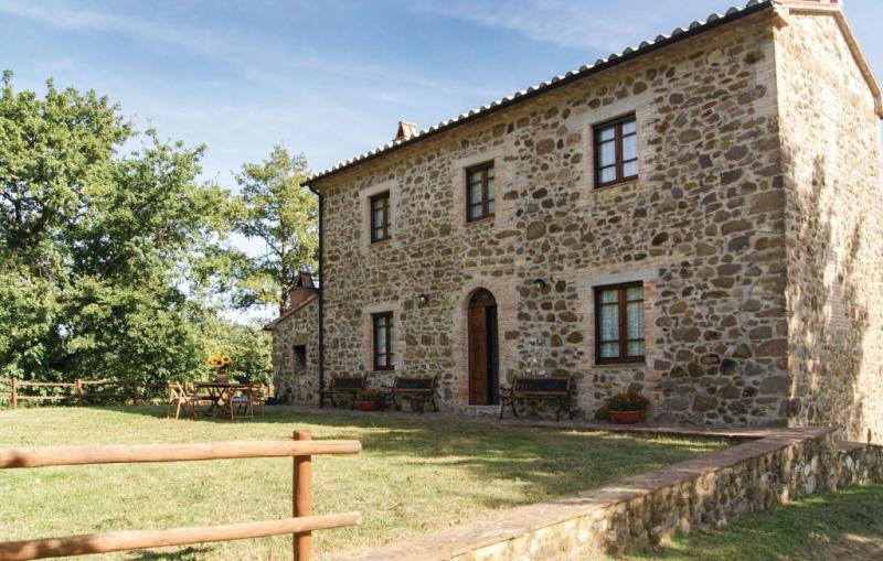 Poderino 1186008,Casa en Semproniano Gr, en Toscana, Italia para 8 personas...