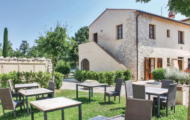 57 c 1186374,Apartamento en Montignoso Fi, en Toscana, Italia  con piscina privada para 4 personas...