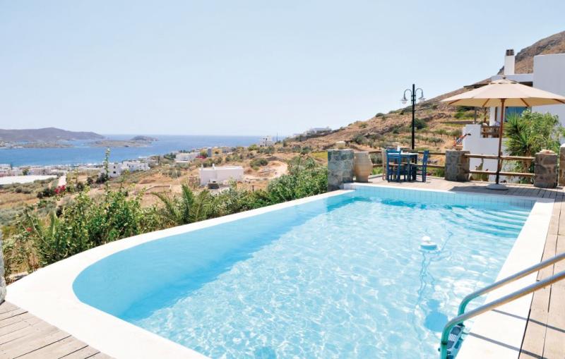 1186954,Vivienda de vacaciones  con piscina privada en Syros, Cyclades, Grecia para 10 personas...