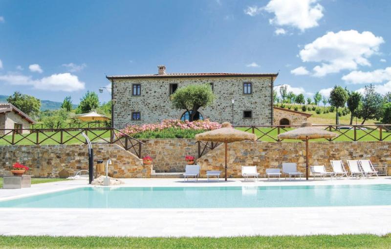 Resort le rose 1187244,Casa  con piscina privada en Bibbiena -Ar-, en Toscana, Italia para 21 personas...