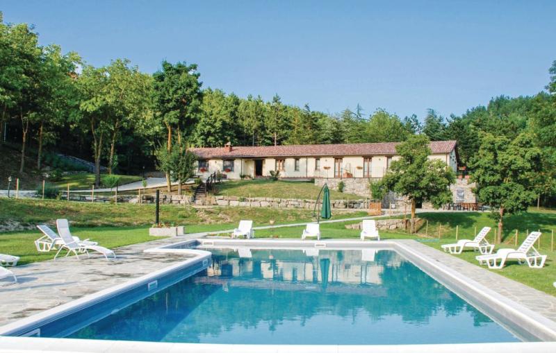 1187408,Casa en Badia Tedalda, en Toscana, Italia  con piscina privada para 20 personas...