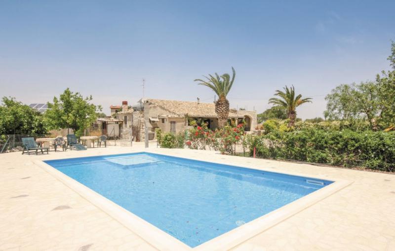 Casale della contea 1187551,Casa  con piscina privada en Modica -Rg-, Sicily, Italia para 8 personas...