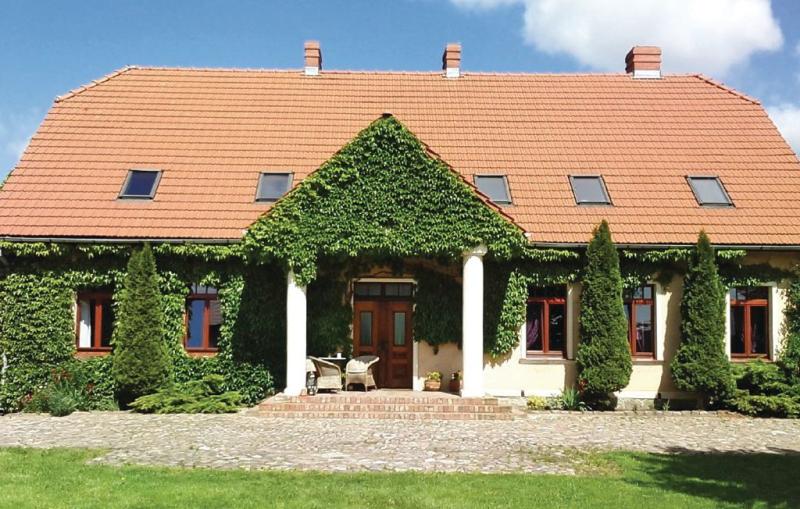 1110556,Vivienda de vacaciones grande en Nowe Worowo, Pomerania, Polonia para 16 personas...