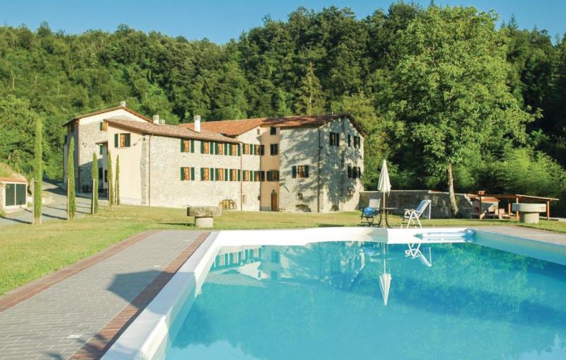 Pellegrini 1189152,Apartamento en Fivizzano Ms, en Toscana, Italia  con piscina privada para 6 personas...