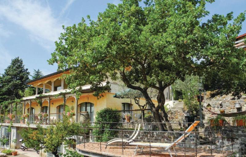 Camandion 1189502,Apartamento en Caprino Veronese Vr, Lake Garda, Italia  con piscina comunitaria para 4 personas...