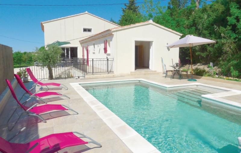 1191078,Vivienda de vacaciones  con piscina privada en Eyragues, Rhône, Francia para 6 personas...