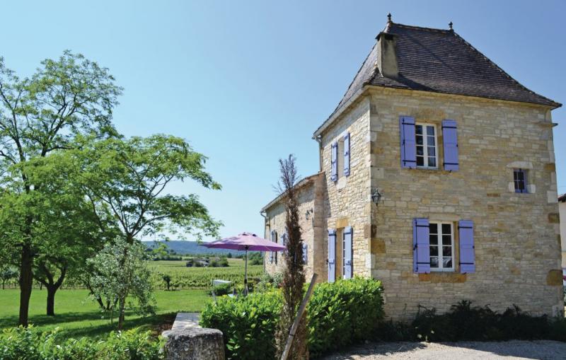 1191936,Vivienda de vacaciones  con piscina privada en Puy L´eveque, Lot-et-Garonne, Francia para 6 personas...
