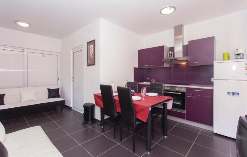 1191976,Apartamento en Zupanje, Dalmatia Islands, Croacia para 4 personas...