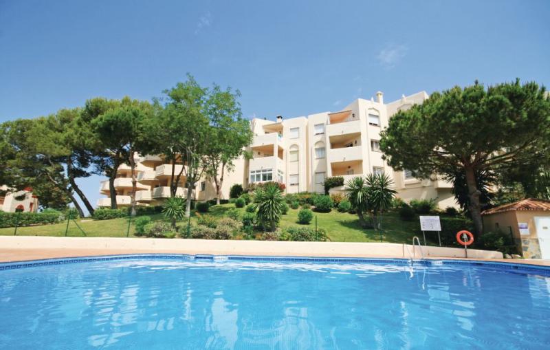 1192261,Apartamento en Rivera Del Sol, Andalucía, España  con piscina privada para 4 personas...