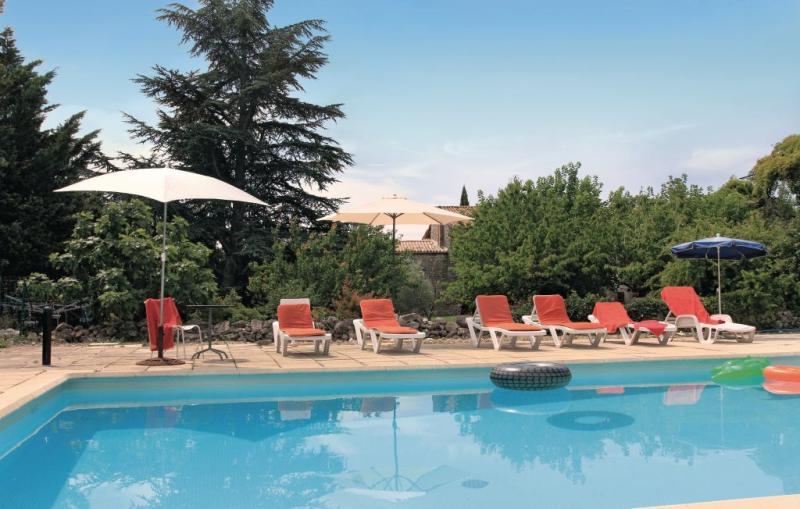 1192796,Vivienda de vacaciones en La Bastide De Virac, Ardèche, Francia  con piscina privada para 8 personas...