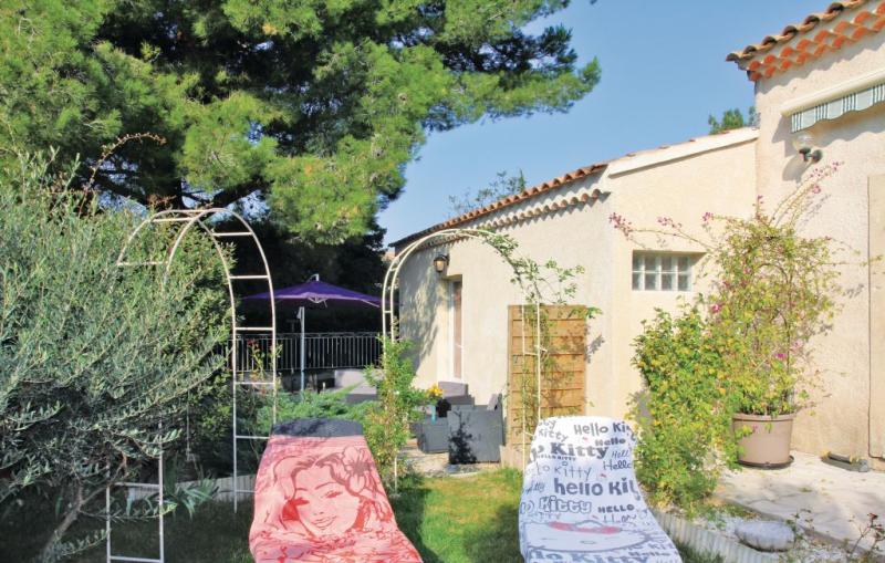 1193337,Vivienda de vacaciones  con piscina privada en Chateauneuf De Gadagne, Provence-Alpes-Côte d'Azur, Francia para 4 personas...