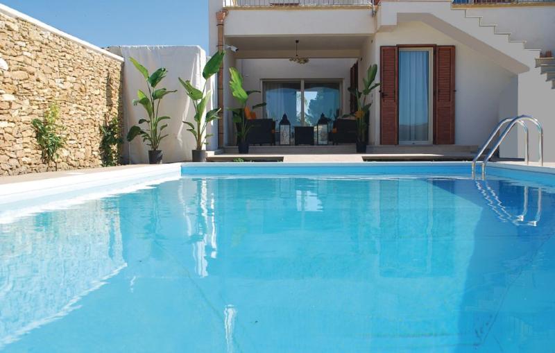 1193976,Vivienda de vacaciones  con piscina privada en Menfi -Ag-, Sicily, Italia para 6 personas...