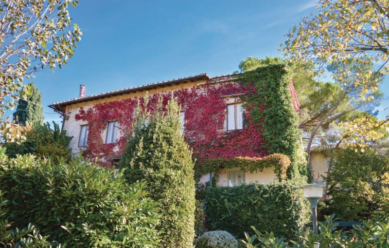 Montone 1194470,Apartamento  con piscina privada en Casole D´elsa (Si), en Toscana, Italia para 2 personas...