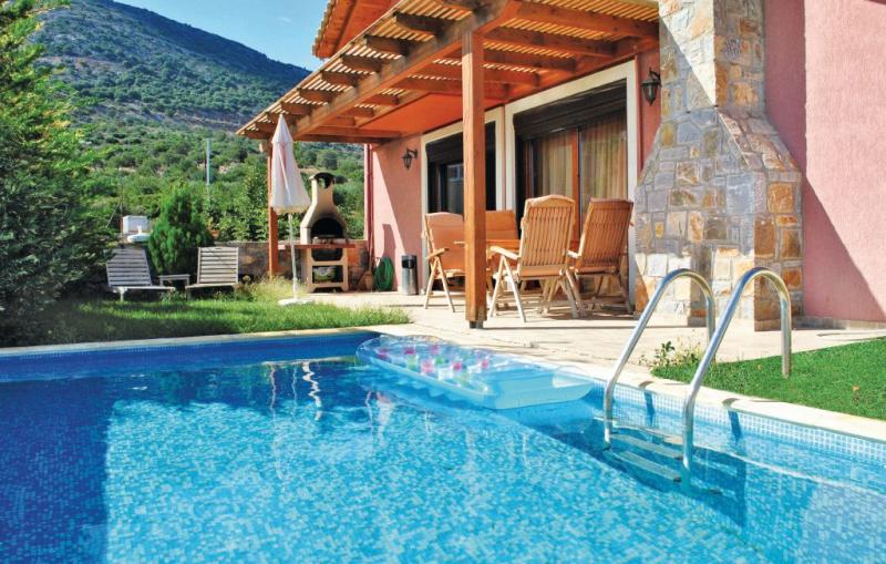 1194920,Vivienda de vacaciones en Stalida Crete, Crete, Grecia  con piscina privada para 6 personas...