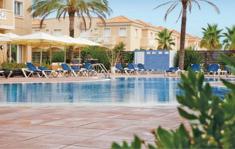 Las dunas 1195011,Apartamento en Riumar-Deltebre, en la Costa Dorada, España  con piscina privada para 5 personas...