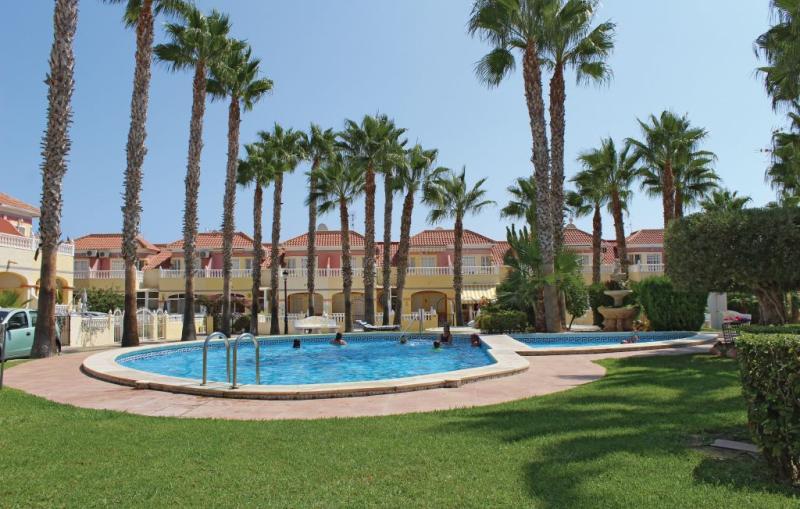 1195128,Vivienda de vacaciones en Orihuela Costa, en la Costa Blanca, España  con piscina privada para 4 personas...