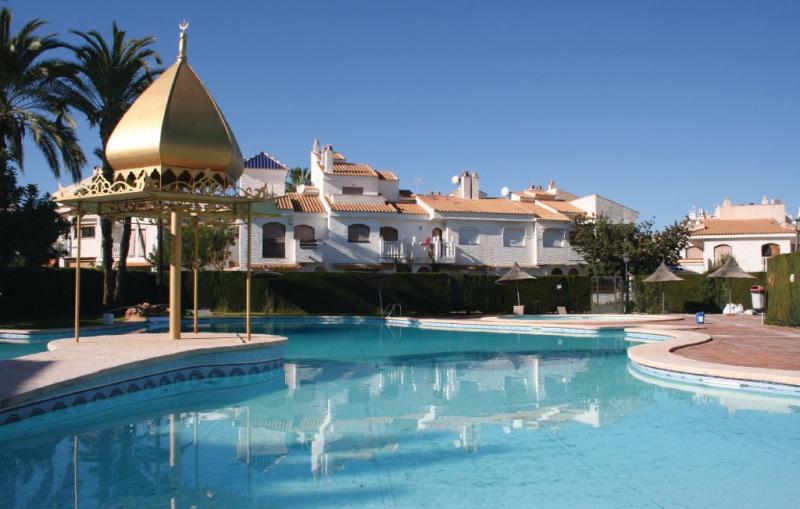1195628,Vivienda de vacaciones en Santa Pola, en la Costa Blanca, España  con piscina privada para 6 personas...