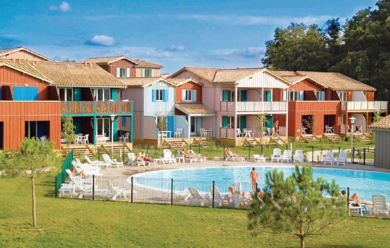 1142987,Casa de vacaciones  con piscina privada en Le Teich, Gironde, Francia para 5 personas...