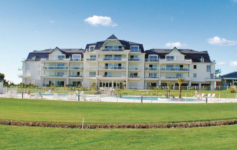 1143084,Apartamento en L'aiguillon Sur Vie, Vendée, Francia  con piscina privada para 4 personas...