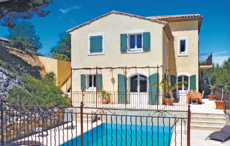1164838,Vivienda de vacaciones en Mallemort, Rhône, Francia  con piscina privada para 12 personas...
