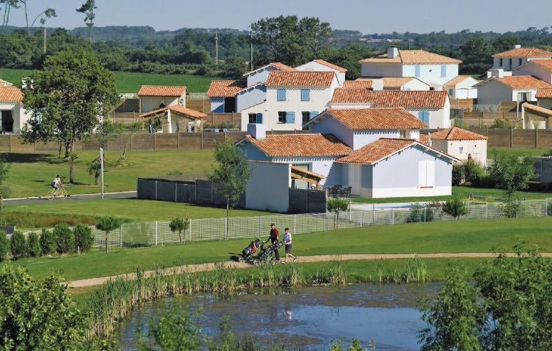 Route de coex 1181507,Vivienda de vacaciones  con piscina privada en St Gilles Croix De Vie, Vendée, Francia para 4 personas...