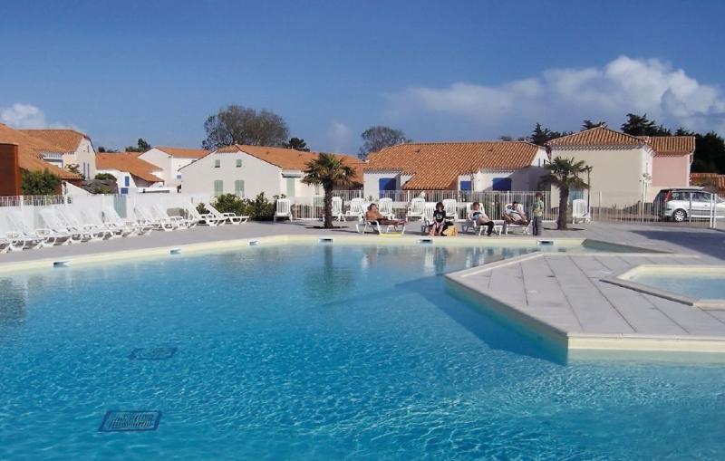1181575,Apartamento  con piscina privada en St. Jean De Monts, Vendée, Francia para 4 personas...