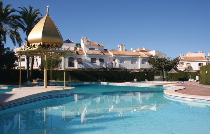 1195730,Vivienda de vacaciones  con piscina privada en Santa Pola, en la Costa Blanca, España para 6 personas...